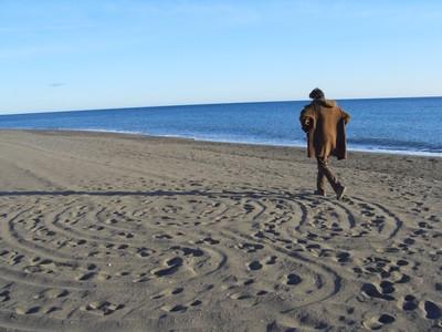 Hodanje kroz pješčani labirint